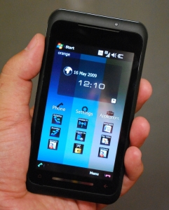toshiba_tg01_in_hand