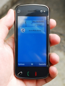 nokia_n97_front_in_hand
