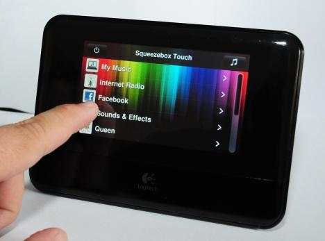 Logitech Squeezebox Touch - Descoperiti o Lume de Muzica